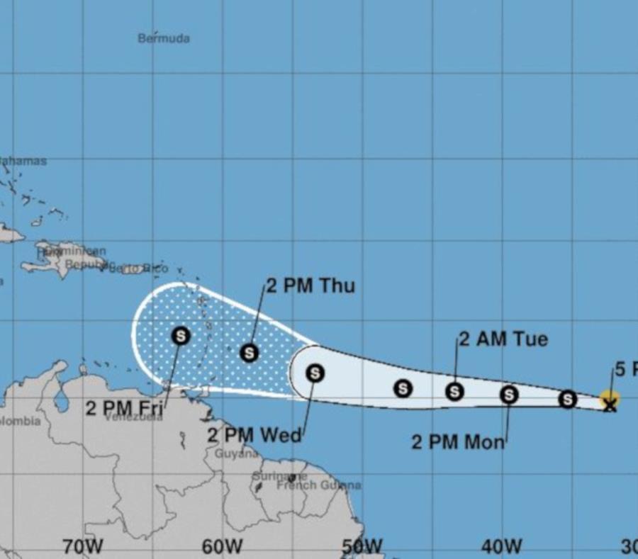 El pronóstico de las 5:00 p.m. coloca a la tormenta tropical Kirk pasando al sur de Puerto Rico. (Captura / Centro Nacional de Huracanes) (semisquare-x3)