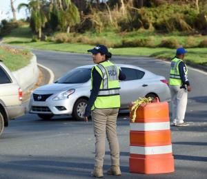 Atropellan a un policía que daba el tránsito en Río Piedras