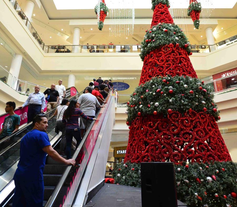 A nivel de estimados de gastos, varios de los entrevistados reconocieron que gastaron entre $300 y $400 en sus regalos esta Navidad, y hubo quién estimo en $900 su gasto. (semisquare-x3)