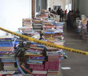 Educación regala miles de libros que se utilizaban en las escuelas cerradas