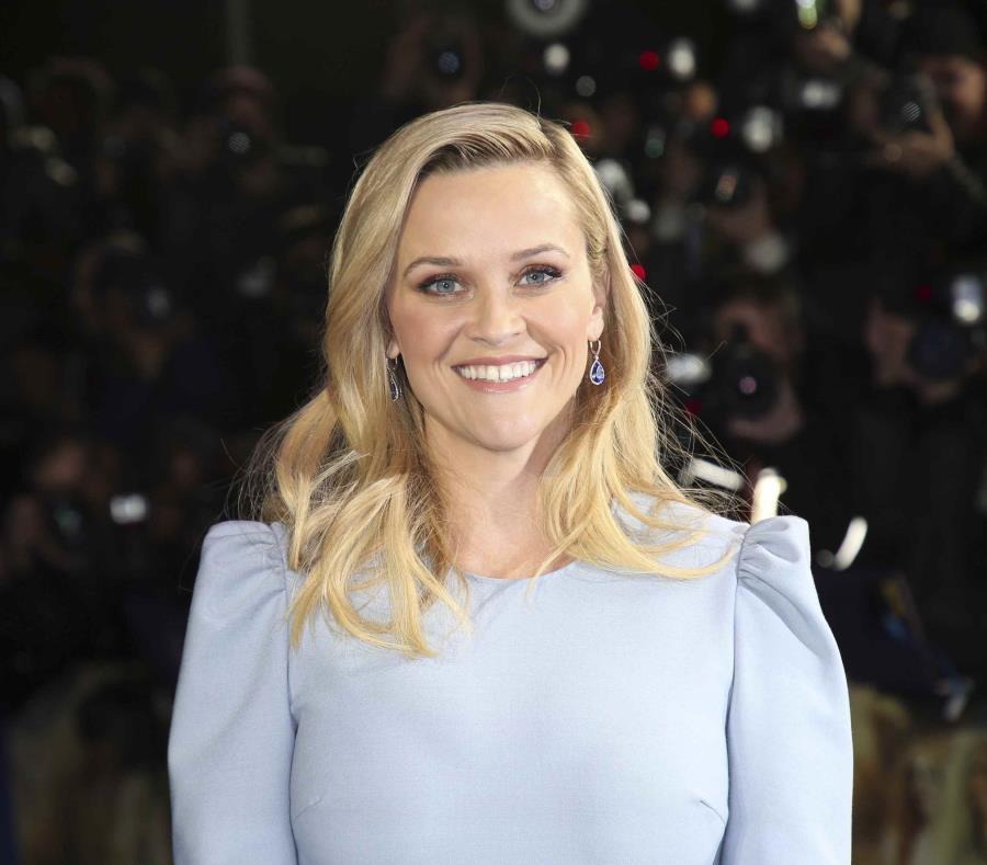 En esta foto del 13 de marzo del 2018, Reese Witherspoon llega al estreno de