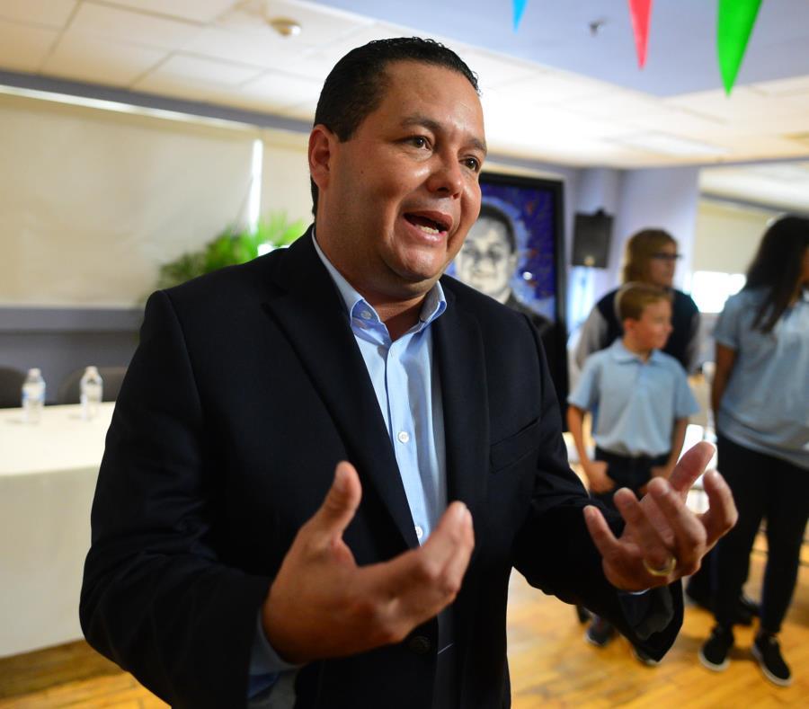 Ángel Pérez destacó que, por la situación fiscal del gobierno central, los municipios han perdido subsidios, por lo que no podrían prescindir de ingresos adicionales. (GFR Media) (semisquare-x3)
