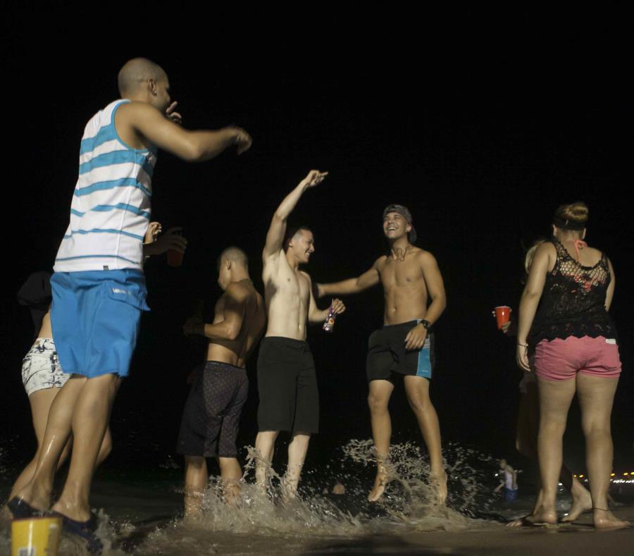 El Negociado de la Policía de Puerto Rico espera una gran cantidad de público en los balnearios de Carolina e Isla Verde, al igual que en el área turística de San Juan, Vieques, Culebra y Toa Baja. (GFR Media) (semisquare-x3)