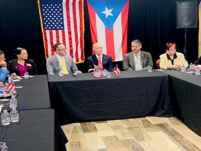 El senador por Florida Rick Scott encabezó hoy una reunión con representantes de la comunidad puertorriqueña.  (GFR Media) (semisquare-x3)