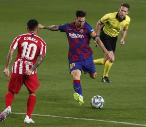 Messi llega a 700 goles pero el Barcelona cede más puntos en la Liga Española