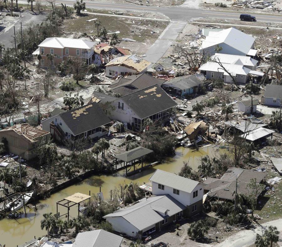 Imagen aérea en la que se observa varias residencias destruidas en Mexico Beach, Florida. (AP) (semisquare-x3)