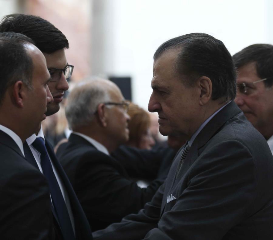 El exgobernador Rafael Hernández Colón tuvo una de sus últimas apariciones públicas durante el velatorio del presidente del PPD Héctor Ferrer. (semisquare-x3)