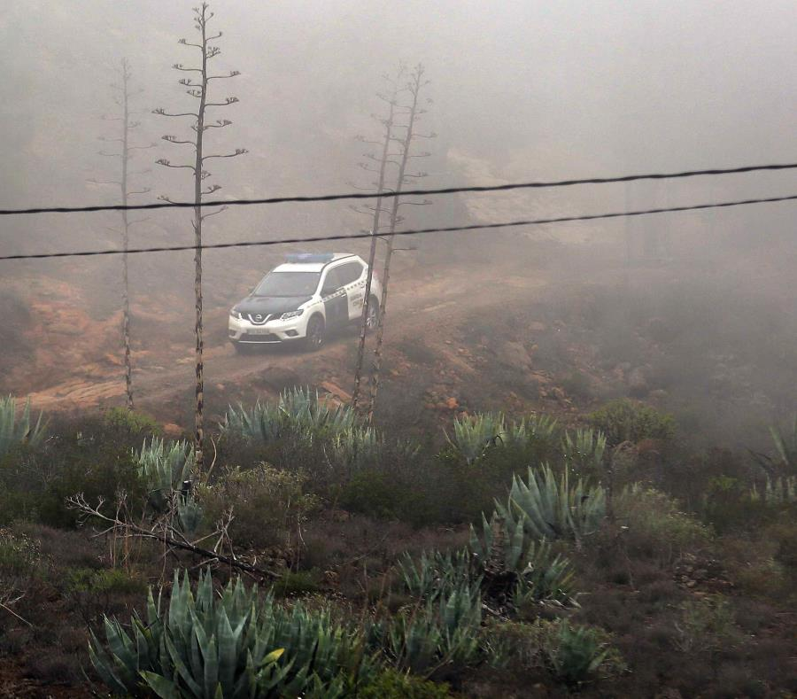La Guardia Civil (Policía) halló los cuerpos sin vida de la mujer y del menor de 10 años, de nacionalidad alemana, a los que se buscaba desde el martes en la zona alta de Adeje, Tenerife. (EFE) (semisquare-x3)