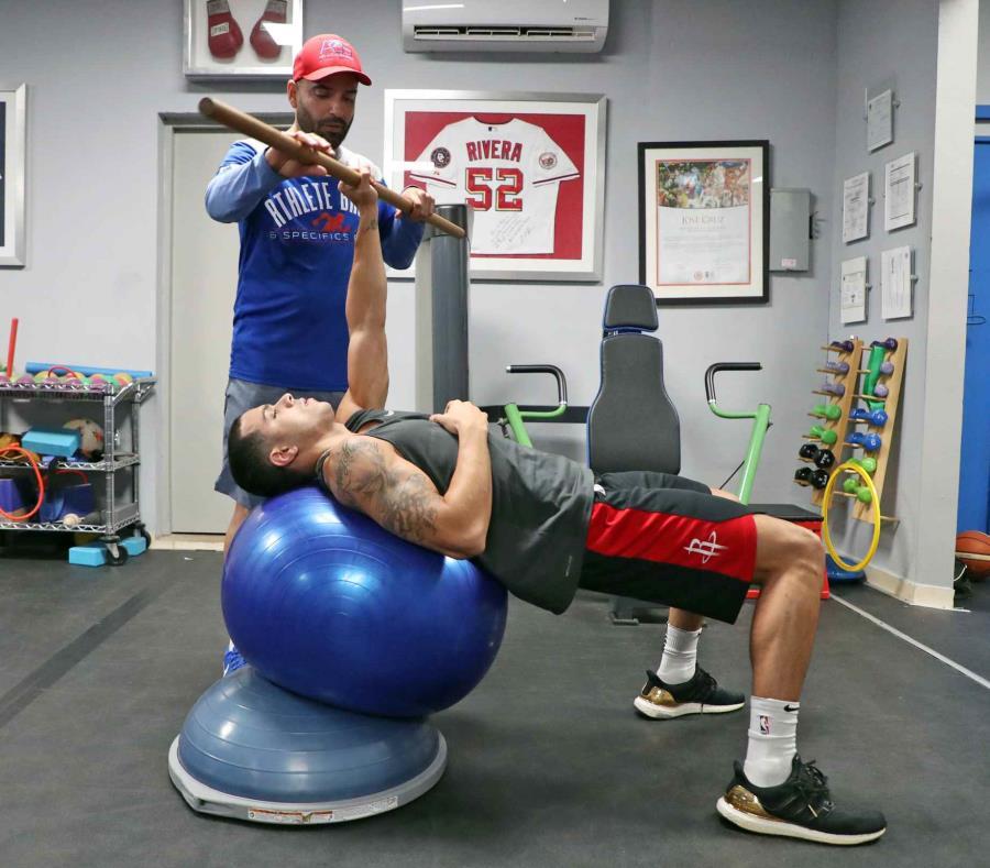 El armador del Equipo Nacional, Ángel Rodríguez, trabaja diariamente con el trainer José Cruz en Guaynabo. (semisquare-x3)