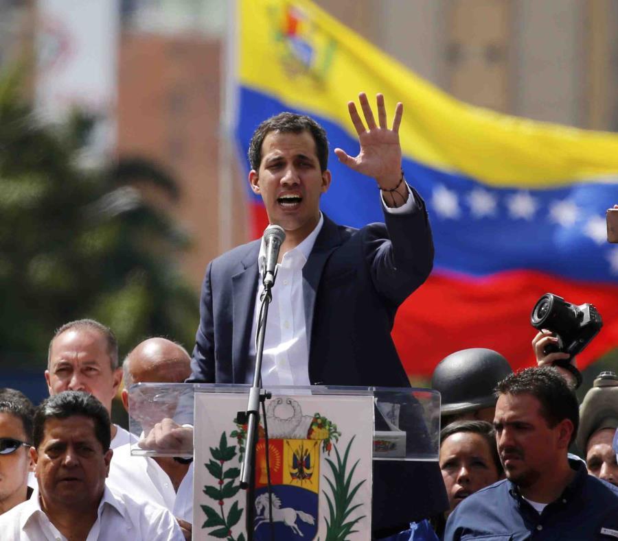 Juan Guaidó, líder de la Asamblea Nacional de Venezuela, se declara presidente interino de la nación hasta que haya elecciones, en Caracas (semisquare-x3)