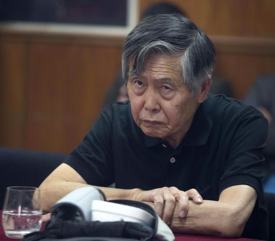 Miles exigen renuncia de Kuczynski tras indulto a Fujimori — Perú