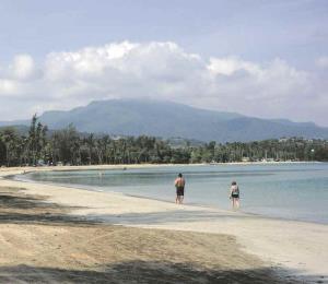 Reabren los primeros balnearios tras el huracán María