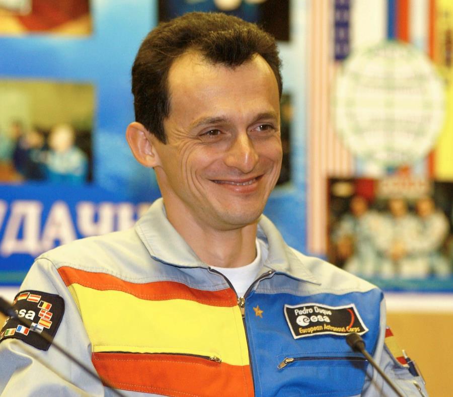 el astronauta español Pedro Duque (semisquare-x3)