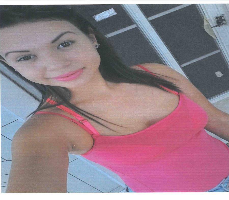 Briona Lynn Serrano Concepción tiene 16 años, mide 5'4 de estatura, pesa 125 libras y tiene tonalidades de rubio y negro en el pelo. (semisquare-x3)