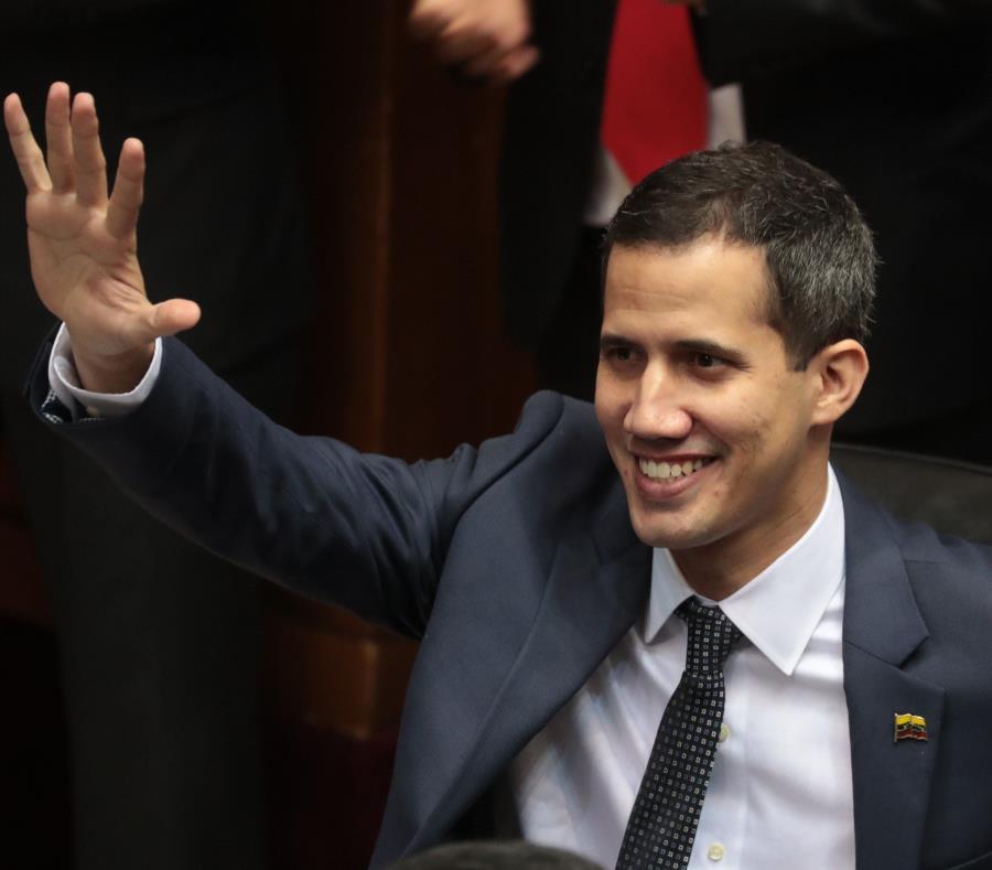 Juan Guaidó juró  como