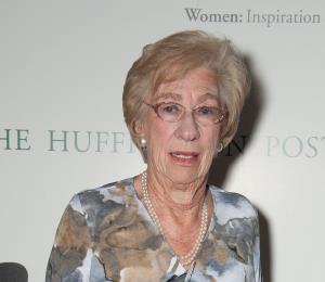 Anuncian cambio de sede de conversatorio con Eva Schloss, la hermanastra de Ana Frank