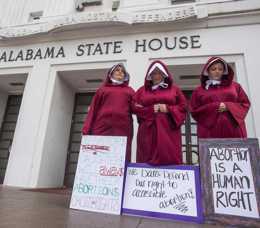 Una protesta contra la ley que pretende restringir el derecho al aborto en Montgomery, Alabama el 17 de abril del 2019. (AP) (semisquare-x3)