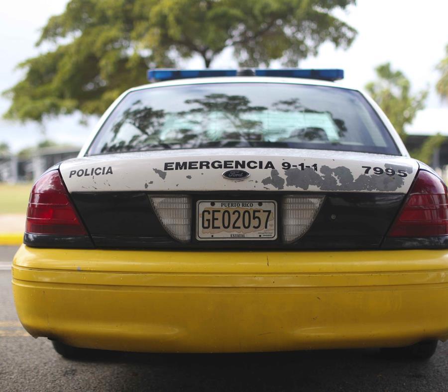 Agentes de la Policía investigan el accidente. (GFR Media) (semisquare-x3)