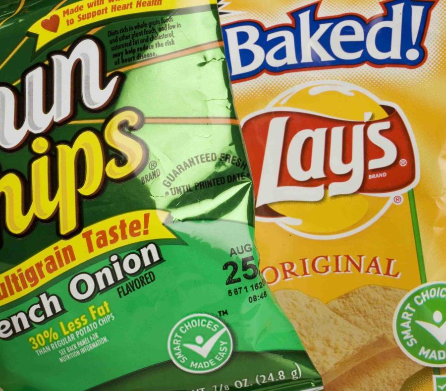 Fotografía de archivo del 15 de junio de 2007 de bolsas de papitas de la división Frito-Lay de PepsiCo mostradas en Nueva York. (AP Foto/Mark Lennihan, Archivo) (semisquare-x3)