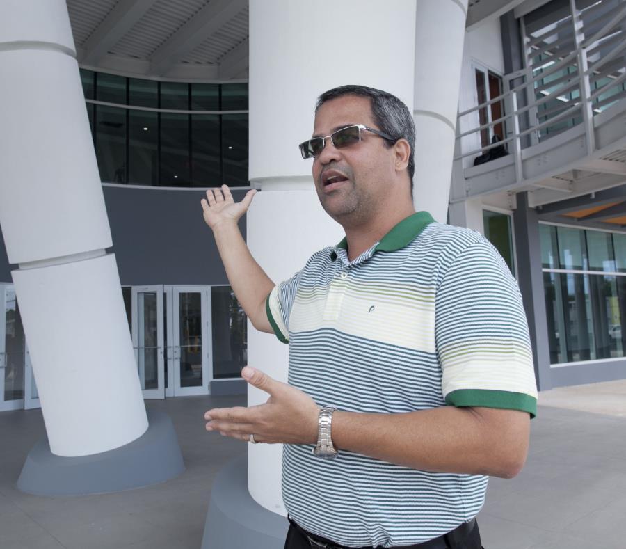 El alcalde de Vega Baja, Marcos Cruz Molina, informó que saldrían de su pueblo el Cuerpo de Investigación Criminal (CIC), la División de Drogas, la División de Vehículos Hurtados y la División de Patrullas de Carreteras. (semisquare-x3)