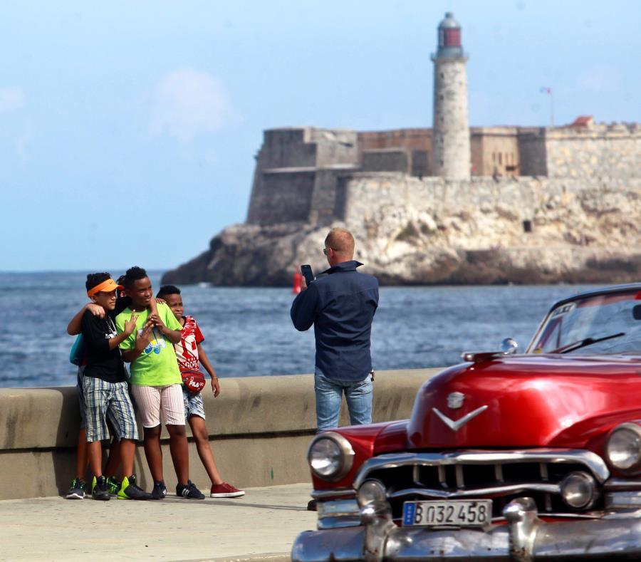 la administración de Donald Trump utilizó el escándalo para casi cerrar las operaciones de la Embajada en La Habana y enfriar severamente las relaciones bilaterales. (semisquare-x3)