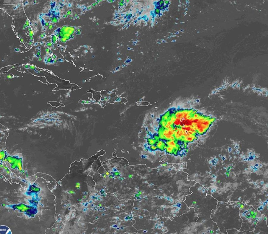 Onda tropical amenaza las Antillas Mayores y la Florida