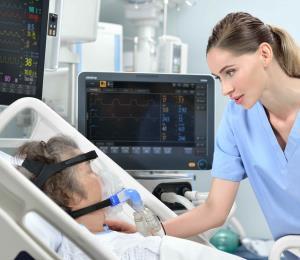 La intubación en pacientes graves por COVID-19 genera efectos en la voz y la deglución