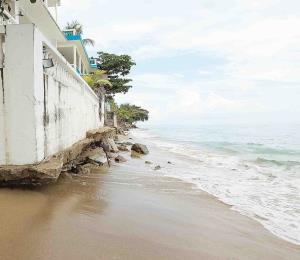 Las playas a ocho meses de María