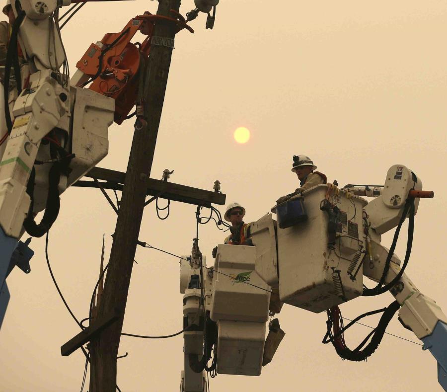 Continúan sin electricidad en el norte de California