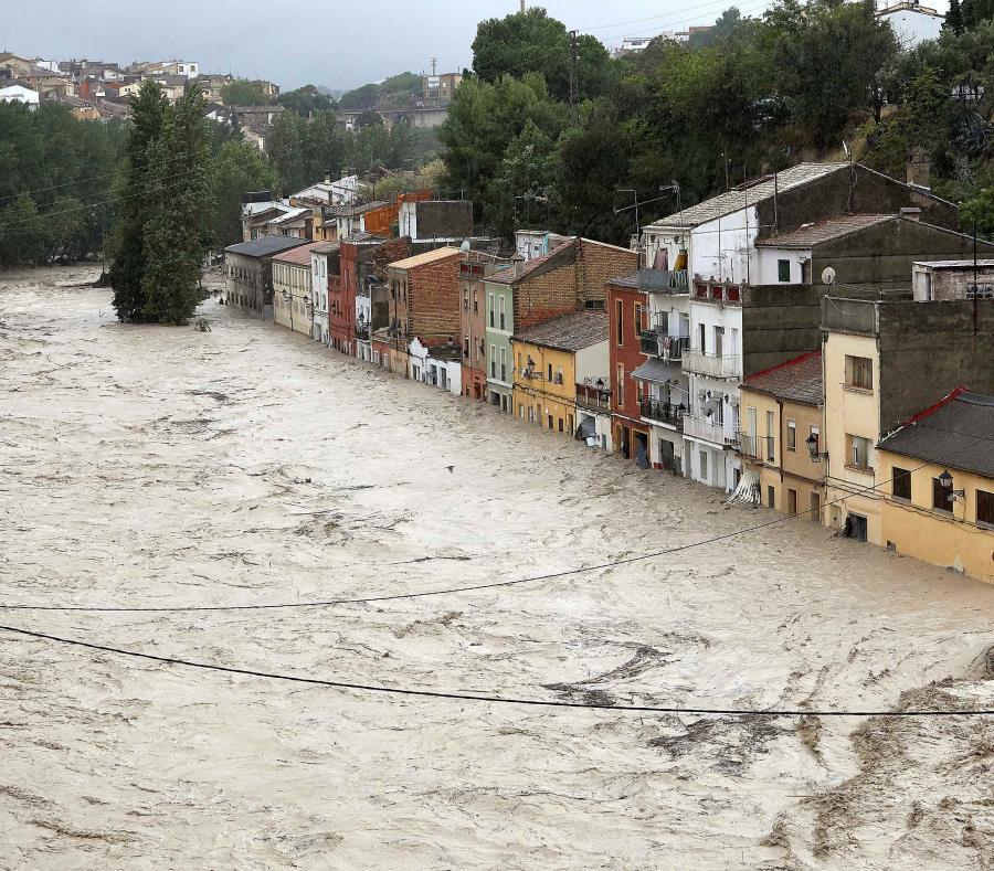 Las espectaculares lluvias en Valencia arrollan los coches por las riadas