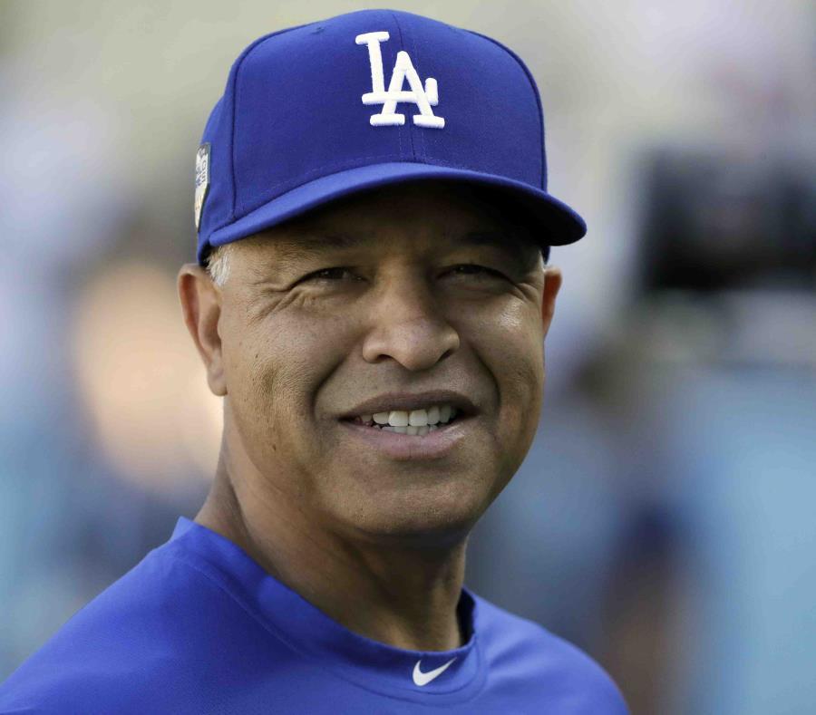 Dodgers acuerda con Dave Roberts