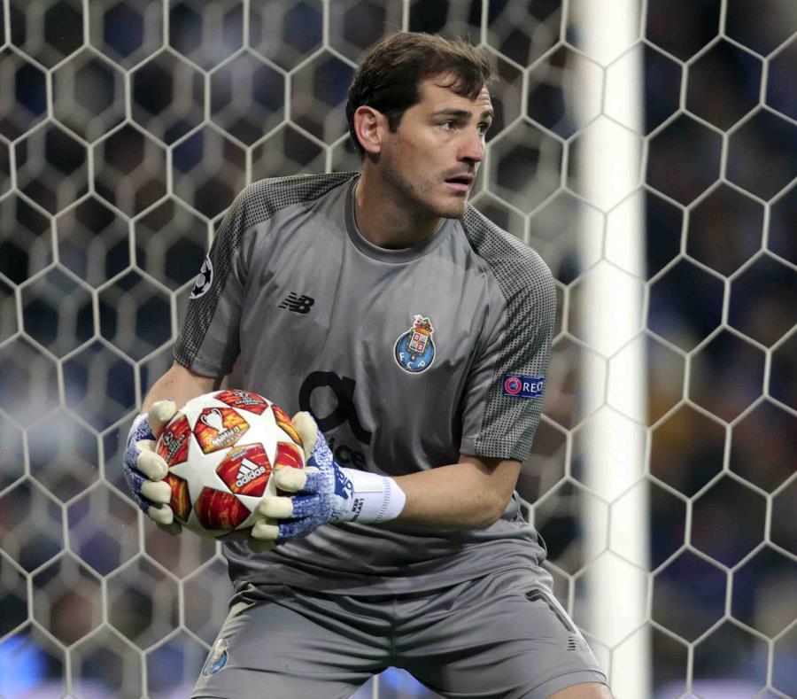 El veterano portero español sufrió un infarto el 1 de mayo, pero se encuentra fuera de peligro. (AP/Luis Vieira) (semisquare-x3)