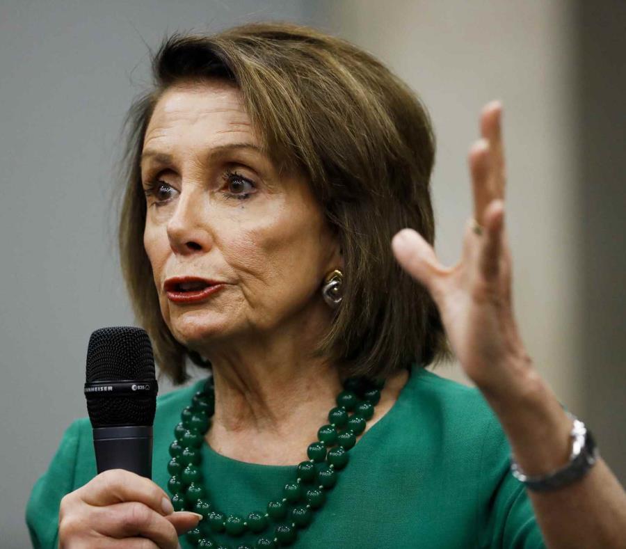 Nancy Pelosi participó de una reunión junto a la congresista Nydia Velázquez para discutir la agenda congresional referente a la isla. (semisquare-x3)