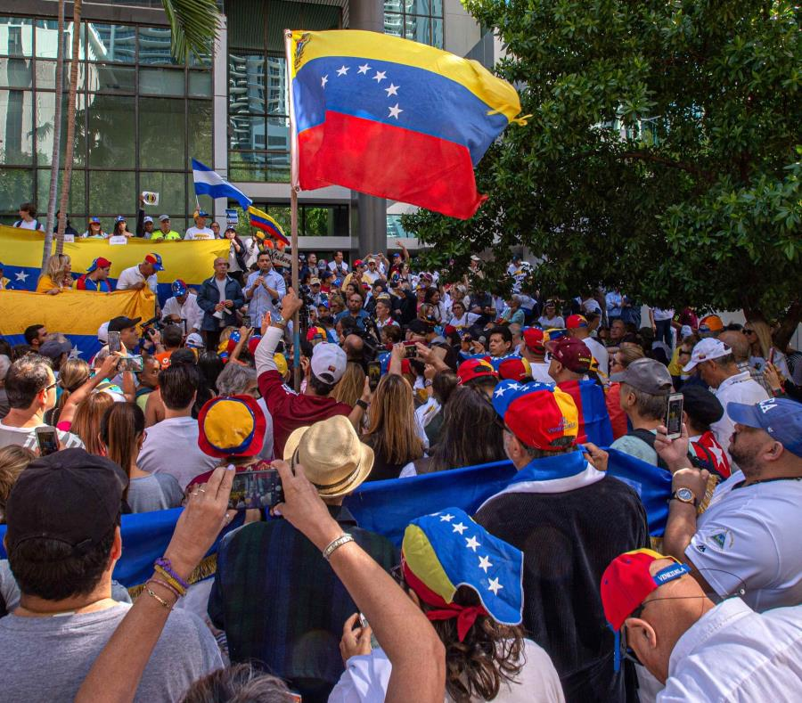 No veo mal que el país esté dolarizado #17Nov — Maduro
