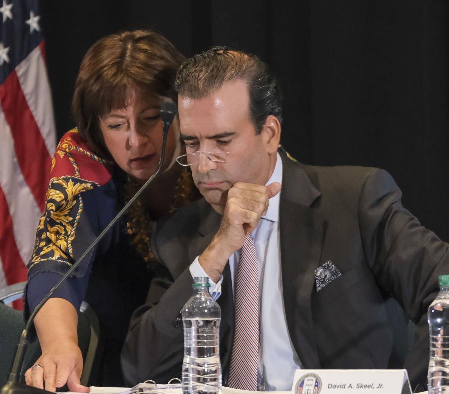 La directora ejecutiva de la Junta, Natalie Jaresko, junto al presidente del organismo, José Carrión. (GFR Media) (semisquare-x3)