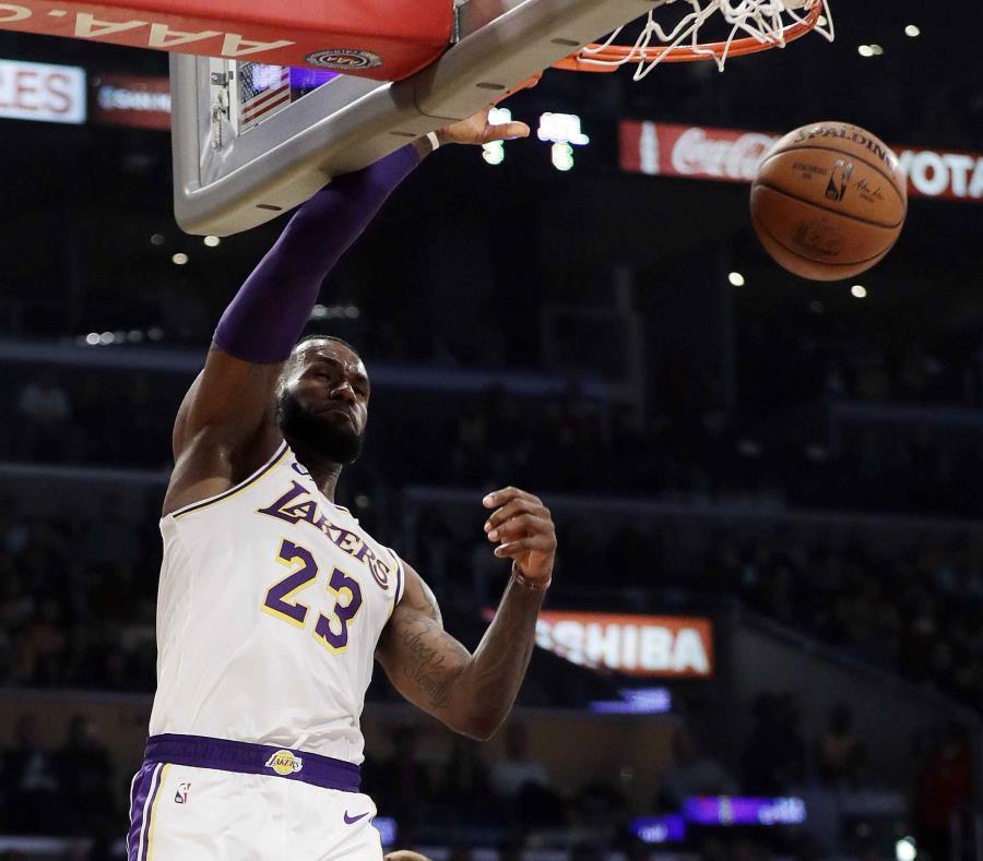 Los Lakers se salvan de la remontada ante los Hawks