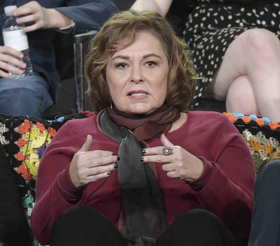 En esta foto del 8 de enero del 2018, Roseanne Barr participa en una conferencia sobre su serie