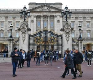 Un hombre es arrestado en el Palacio de Buckingham con una pistola
