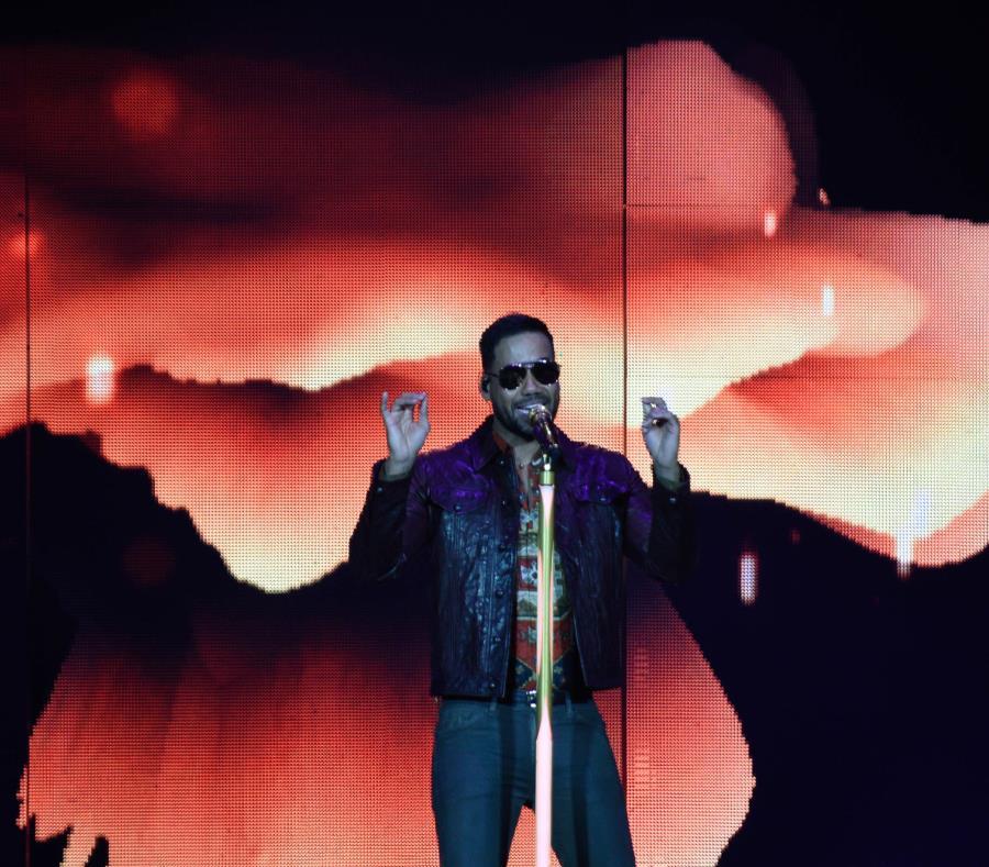 Romeo cantó 36 canciones durante su show. (semisquare-x3)