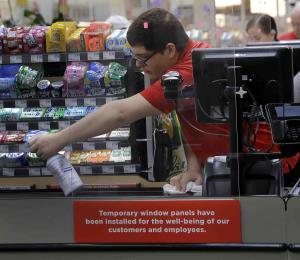 Atemorizados los empleados de supermercados ante el coronavirus