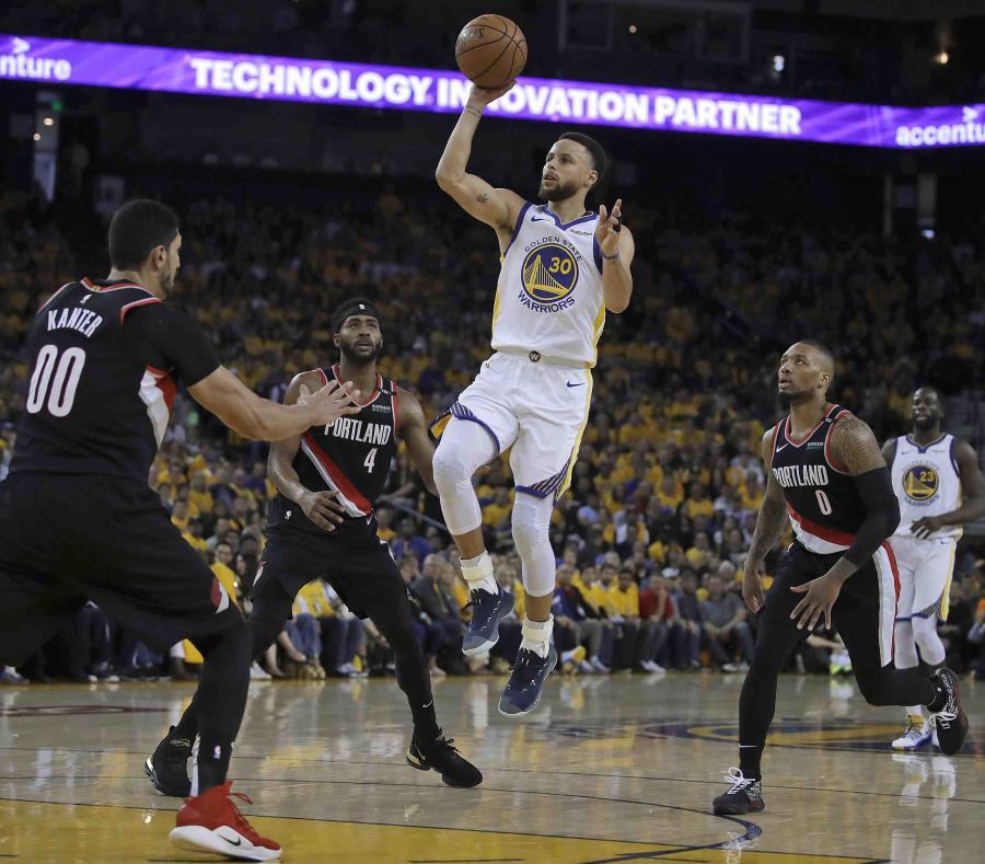 Stephen Curry brilló con 36 puntos por los Warriors. (AP) (semisquare-x3)