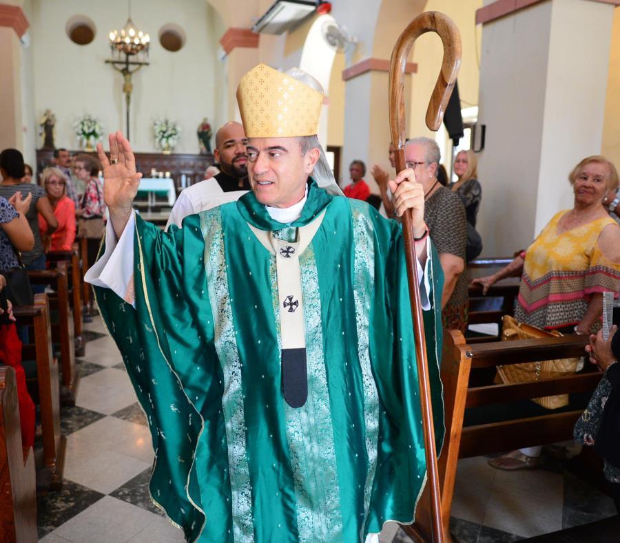 El arzobispo de San Juan ofició el domingo una misa en la parroquia San Mateo, en Santurce, en la que abordó la controversia sobre el embargo. (semisquare-x3)