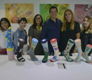 Empresa local lanza medias con motivos de la cultura puertorriqueña