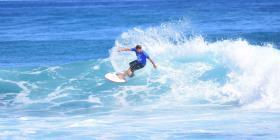 Brian Toth y Dominic Barona se coronan sobre las olas de la playa Middles