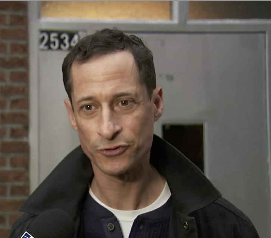 Anthony Weiner recibió una reducción de tres meses en su pena de 21. (WNYW FOX 5 NY vía AP) (semisquare-x3)