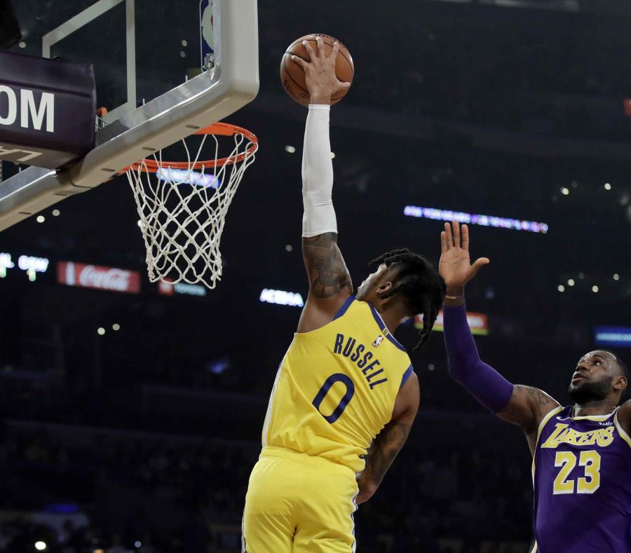 LeBron James guía a los Lakers sobre los Warriors