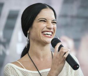 Natalia Jiménez regresa con sus nuevos sencillos al Choliseo