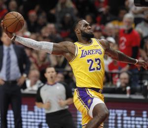 LeBron James pierde su primer partido con los Lakers