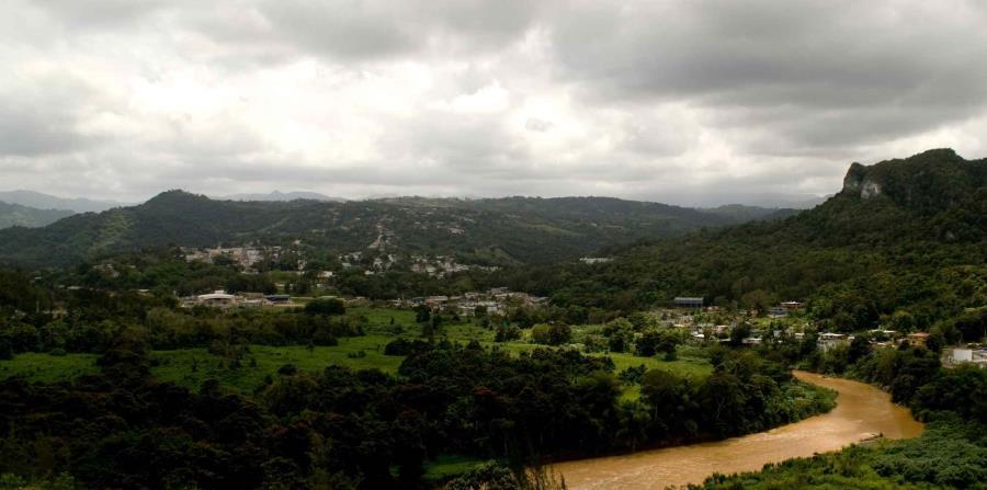 Imagen de archivo del paseo lineal Juan Antonio Corretjer, en Ciales, desde donde se puede apreciar parte de la Cordillera Central. (GFR Media) (horizontal-x3)