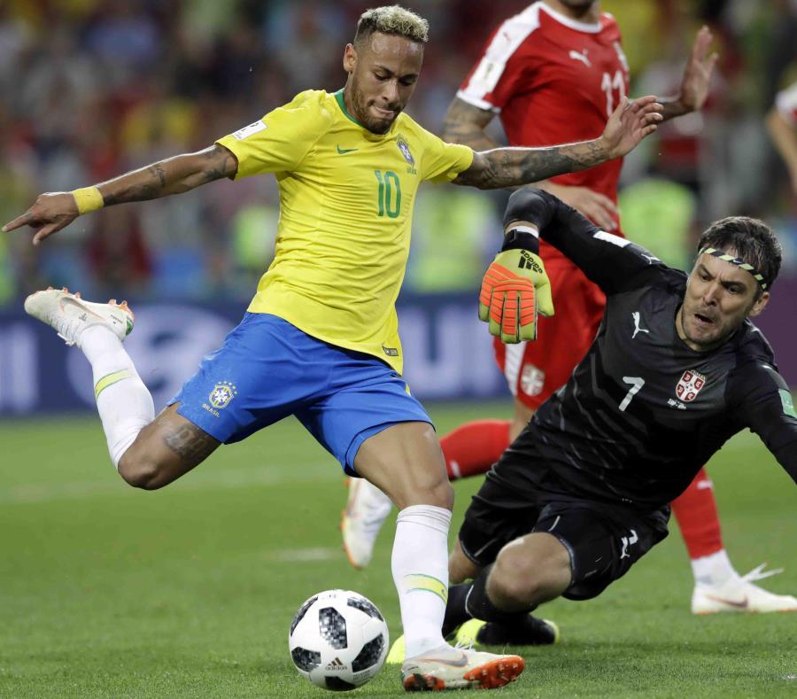 Aunque no anotó ante Serbia, Neymar fue el conducto que ayudó a la Verdeamarela a asegurarse el primer lugar del grupo y fijar una cita con México en la siguiente ronda. (AP / Andre Penner) (semisquare-x3)